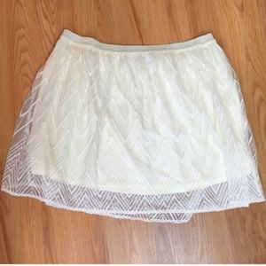 American Eagle Outfitters Cream Skirt Size M